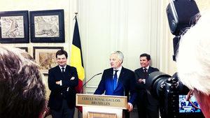 Geoffroy Generet, le jour de sa décoration de Chevalier de l'Ordre de la Couronne, remise par Didier Reynders, avec Olivier Theunissen derrière